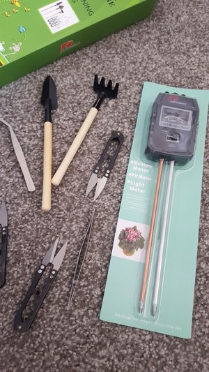 3 in 1 soil moisture metre with gardening tools for Sale in Waukegan, IL