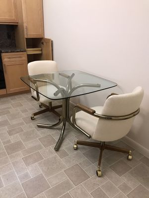 Kitchen table with two chairs on wheels very nice and clean comfortable for Sale in Fort Lauderdale, FL