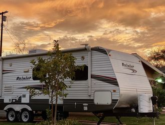 2011 Dutchman rainier 26BHS - Half Ton Towable for Sale in West Hills,  CA