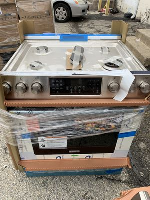 """30"""" NEW FRIGIDAIRE PROFESSIONAL SEREIS SLIDE IN GAS STOVE WITH ONE YEAR WARRANTY for Sale in Woodbridge, VA"""