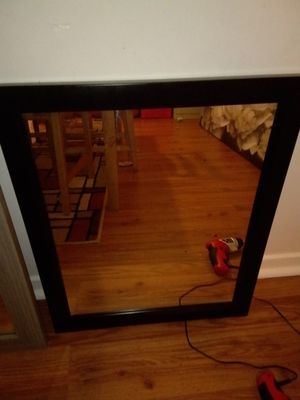 Black, medium wall mirror for Sale in Kennesaw, GA