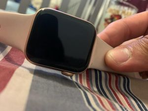 Series 4 40mm Apple watch for Sale in Seffner, FL
