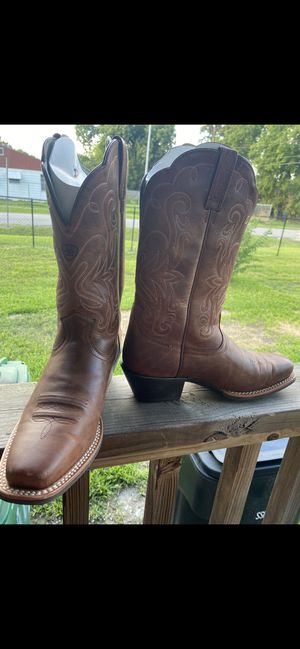 Ariat women's boots size 8 for Sale in Houston, TX