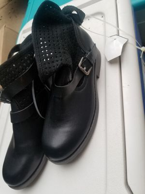 New girls black lace boots sz1 for Sale in Charlotte, NC