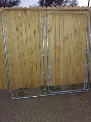 2 chain link gates 6 ft tall for Sale in Tucson, AZ