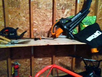 Leaf Blower. Chain Saw Tools Evt for Sale in Cranston,  RI