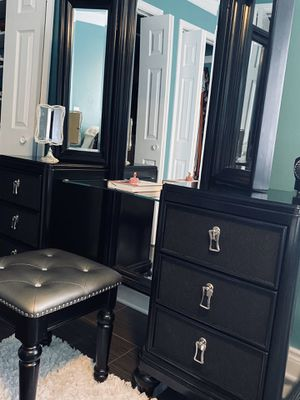 Makeup vanity for Sale in Chicago, IL