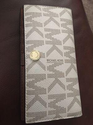 Michael kors snap closure wallet for Sale in San Antonio, TX