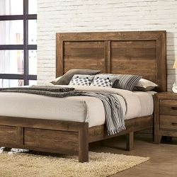 RUSTIC LIGHT WALNUT FINISH QUEEN SIZE BED FRAME / CAMA for Sale in San Diego,  CA