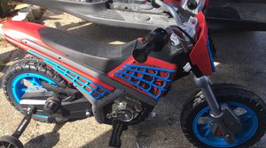 Huffy Marvel Spider-Man 6-Volt Battery Powered Ride On, Red for Sale in Orlando, FL