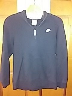 NIKE Size M. Black Youth Jacket w/zipper and hoody!! for Sale in Hendersonville, TN