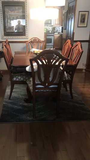 Knock off Chippendale table to Lee's six chairs in good condition for Sale in Staten Island, NY