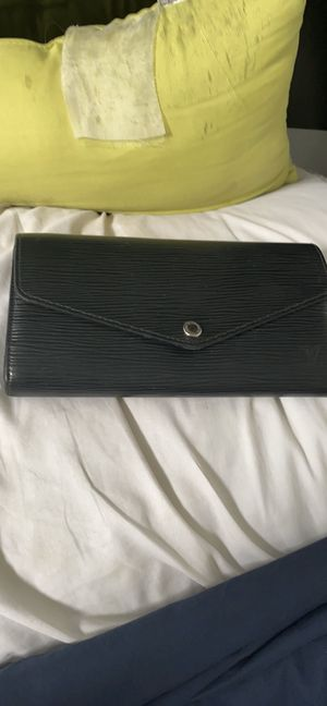 Louis Vuitton Sarah Wallet Epi Leather for Sale in Fort Collins, CO