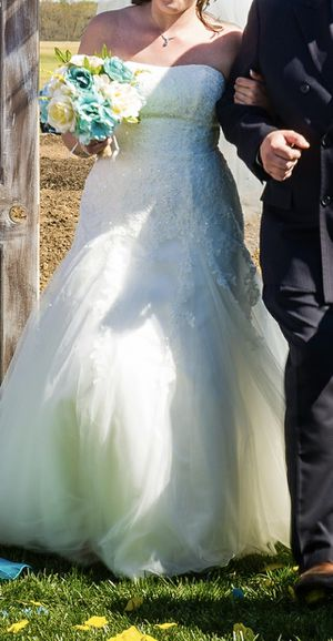 Beautiful David's Bridal Wedding Dress for Sale in Manassas Park, VA