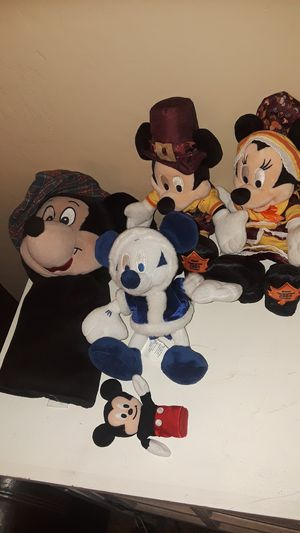 Set of Mickey and minnie COLLECTION for Sale in Maricopa, AZ