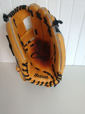 Mizuno classic 11.75 baseball glove for Sale in San Diego, CA