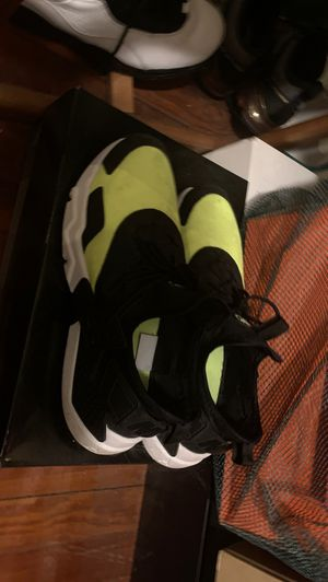 Size 10.5 Nike Hurrache gym shoe for Sale in Queens, NY