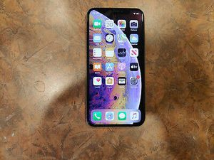Apple iPhone XS - 64GB - Silver (Unlocked) A1920 (CDMA + GSM) for Sale in Las Vegas, NV