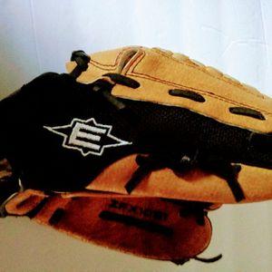 Kids Baseball Glove for Sale in Bellflower, CA