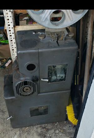 VINTAGE DeVry 35mm Film Projector for Sale in Tacoma, WA
