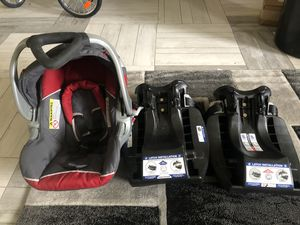 Car seat carrier w/ 2 bases for Sale in Hampshire, IL