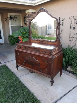 VINTAGE ANTIQUE 5DR. SINGLE DRESSER W/ SWING MIRROR & CASTER WHEELS (CIRCA 1920'S) for Sale in Corona, CA