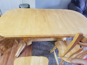 Kitchen table & Chairs for Sale in Columbus, OH