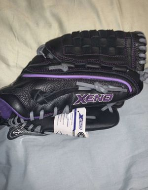 Louisville Slugger Softball Glove for Sale in Norwalk, CA