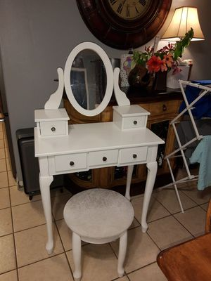 Mirrored vanity and padded stool for Sale in St. Cloud, FL