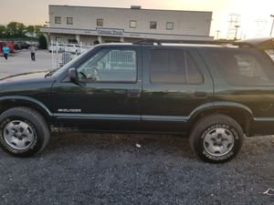 03 CHEVY BLAZER TRUCK RENS EXCELLENT ICE COLS AIR MILES 117, GREAT DEALS for Sale in Philadelphia, PA