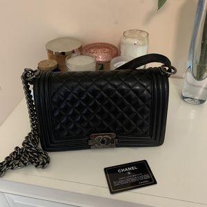 Chanel black medium boy bag with radium hardware for Sale in Miami, FL