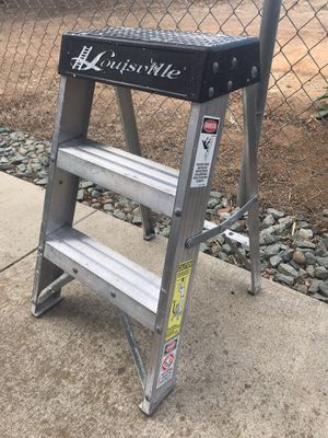 Louisville Ladder 2 ft. Aluminum Step Ladder with 300 lbs. Load Capacity Type IA Duty Rating for Sale in Ramona, CA