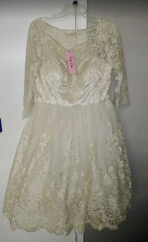 Lace Ivory Dress & Gold Heels for Sale in Las Vegas, NV