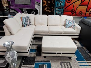 SECTIONAL WITH OTTMAN for Sale in Chicago, IL