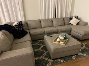 6 piece sectional couch including Ottoman for Sale in Boynton Beach, FL