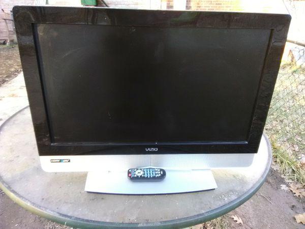 Vizio 32 inch LCD TV