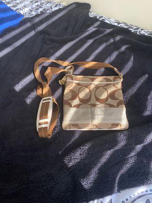 Coach off shoulder bag for Sale in Glen Burnie, MD