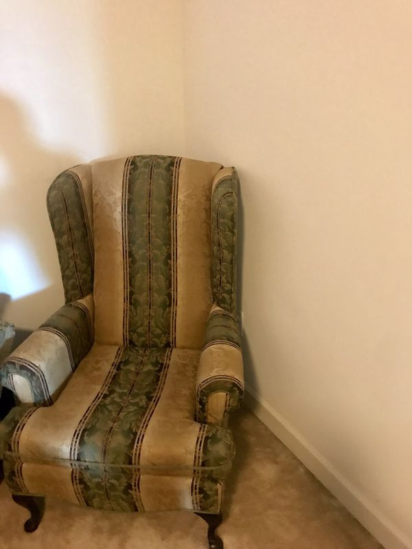 Furniture / accent chair.