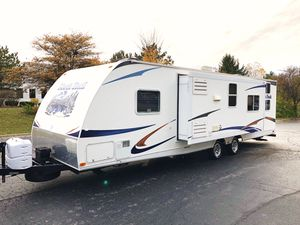2012 North Trail 31Ft Travel Trailer With Slide Out Bunk House Like New for Sale in Elgin, IL