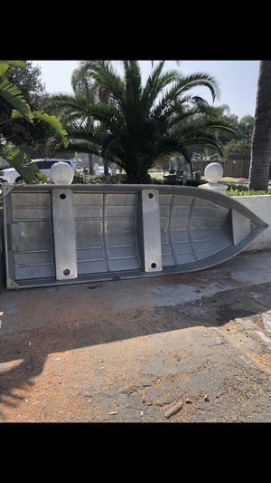 "12"" feet aluminum boat whit 3.5 mercury engine $400 for Sale in Fullerton, CA"