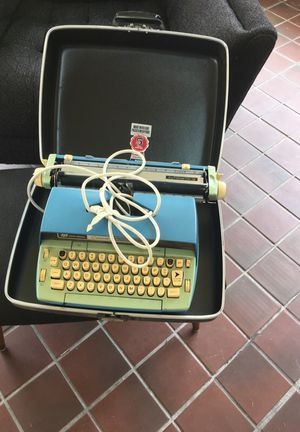 Vintage typewriter with case for Sale in Jacksonville, FL