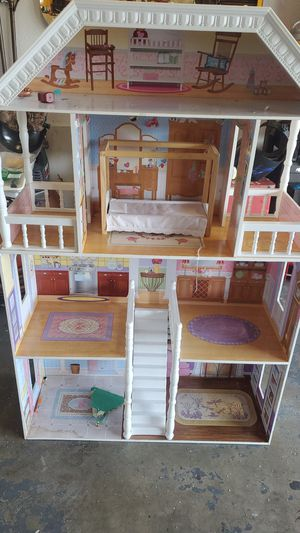 Big girls doll house for Sale in Moreno Valley, CA