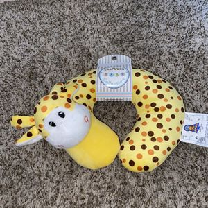 Calplush Baby/ Toddler Yellow Neck Pillow Comfy Giraffe NEW for Sale in Gilbert, AZ