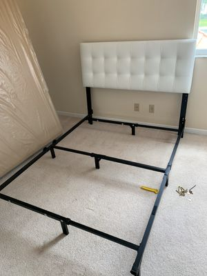 Brand new bed frames in box 📦 FULL SIZE 180 queen 190$ white or black for Sale in Pembroke Pines, FL