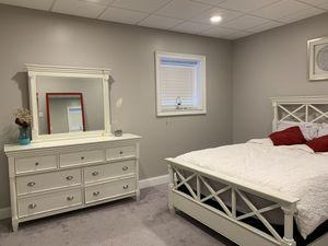 Queen Bedroom Set, Raymour & Flanigan, MUST GO! for Sale in Stroudsburg, PA