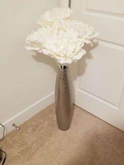 Decorative vase and flowers for Sale in Fairfax,  VA
