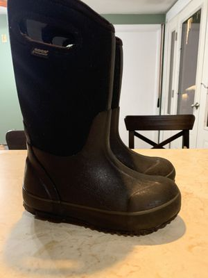 Bogs classic snow boots size 12 kids black for Sale in Woburn, MA