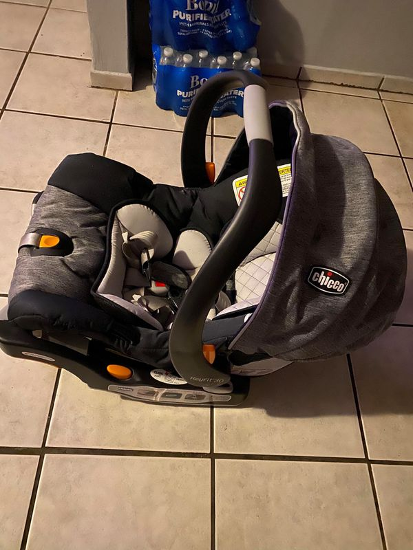 CHICCO KEYFIT 30 INFANT CAR SEAT !!!
