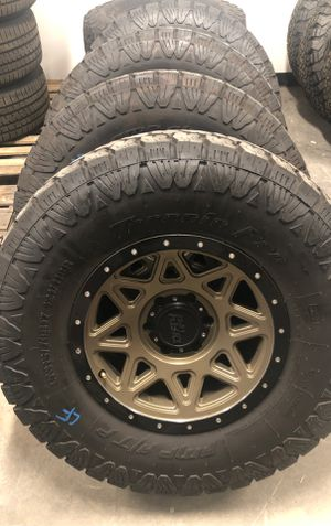Dirty life rims, AMP A/T tires for Sale in Ontario, CA