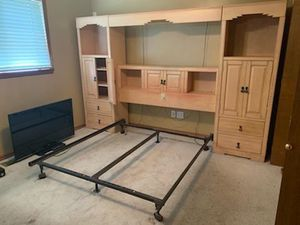 Queen bedroom set for Sale in Lynnwood, WA